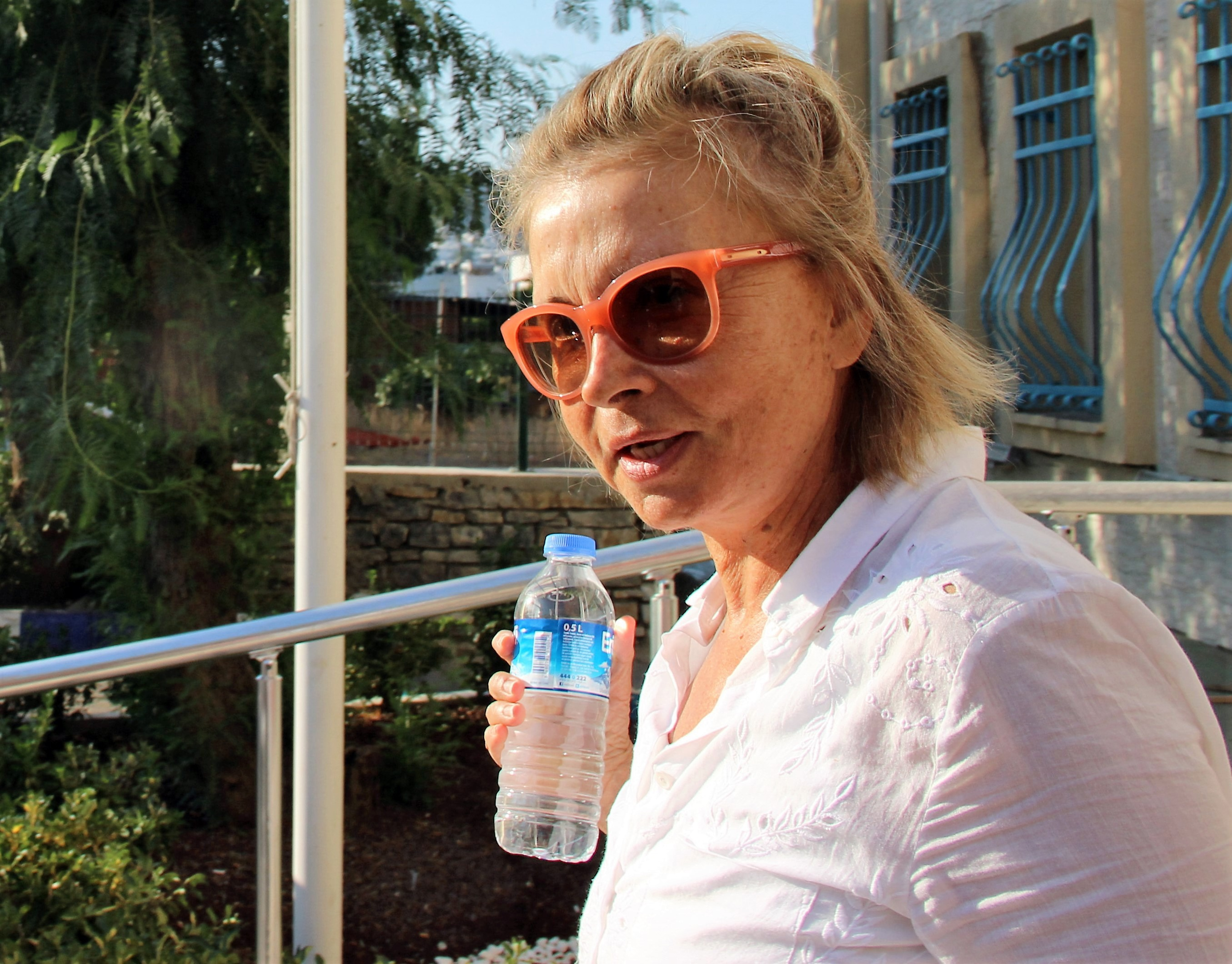 This picture obtained from the Ihlas News Agency shows journalist Nazli Ilicak posing in Mugla on July 26, 2016 after being detained by Turkish police. Turkish authorities on July 26 detained a veteran female reporter as part of the investigation into the failed July 15 coup after issuing warrants for over 40 journalists in a move that caused international concern. Nazli Ilicak was on a list of 42 journalists sought for arrest issued by Istanbul prosecutors early on July 25.  / AFP / IHLAS NEWS AGENCY / IHLAS NEWS AGENCY        (Photo credit should read IHLAS NEWS AGENCY/AFP/Getty Images)